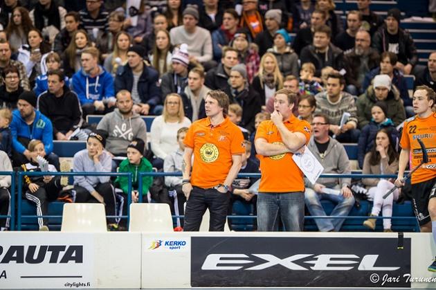 LaSB:n valmentaja Petri Kemppainen (vas.) näki, että Viikinkien vauhti oli liikaa Divarin kärkiporukalle. Kuva: Jari Turunen