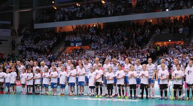Urheiluvaikuttaja ja -ammattilainen Sipi Korkatti vieraskynäilee Pääkallo.fi:ssä urheilun tasa-arvosta. Kuva on joulukuulta naisten MM-finaalista Hakametsän jäähallista. Kuva: IFF