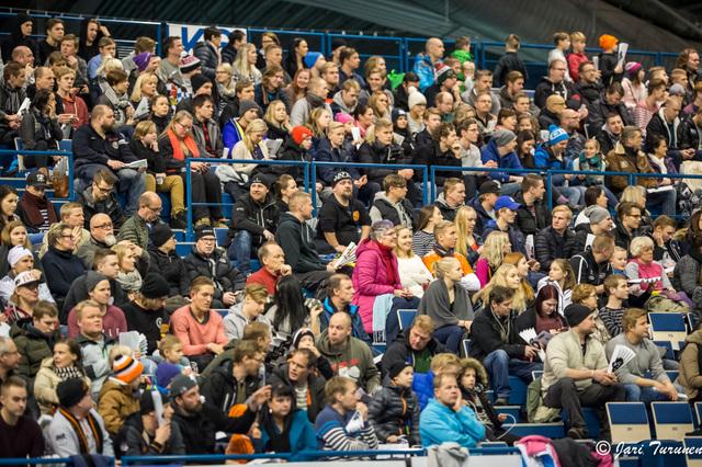 Lahtelainen salibandy-yleisö on löytänyt vallan mainiosti lehtereille, kun kaupungissa on pelattu esimerkiksi Hämeenlinnan derbyjä. Kuva: Jari Turunen