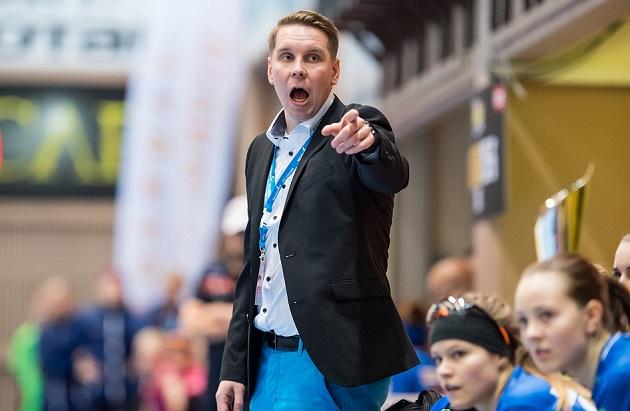 NST-luotsi Lasse Kurronen harmitteli joukkueen heikkoa reagointia voittomaaliin johtaneessa tilanteessa. Kuva: Jari Turunen