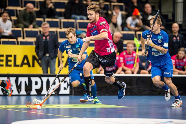 """Nico Salon (kesk.) perässä oleva FC Helsingborg tunnetaan myös Superliigan """"suomalaisseurana"""". Kuva: Jari Turunen"""