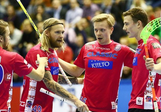 Nämä herrat olivat jälleen hyvässä vireessä. Lassi Vänttinen (vas.) taiteili 0+2, Mikko Leikkanen (kesk.) 1+2 ja Eemeli Salin (oik.) 2+0. Kuva: Juhani Järvenpää