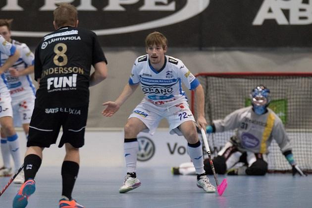 Henri Johansson ohitti maanantaina Mikael Järven Salibandyliigan kaikkien aikojen pistepörssissä. Kuva: Salibandyliiga