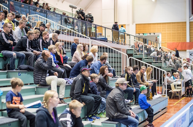 Jalkapallomies Harri Kumpulainen bloggaa Pääkallo.fi:ssä tällä kertaa urheilun seuraamisesta paikan päällä. Kuva: Jari Turunen