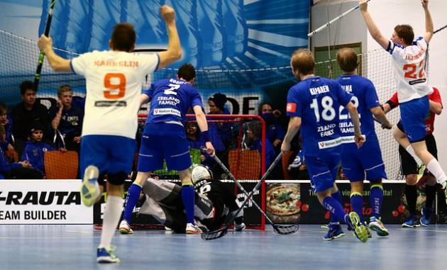 Valkopaitainen Oilers juhli sunnuntaina välieräpaikkaa. Arkistokuva: Juhani Järvenpää