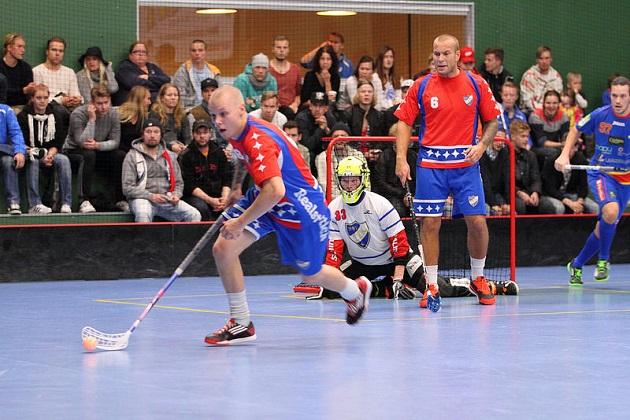 Punapaitainen HIFK kohtaa karsintojen toisella kierroksella O2-Jyväskylän. Kuva: Iiro Karesniemi