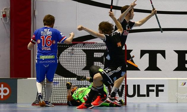 Viikinkien hyökkäyspeli otti aimo harppauksen toisessa välieräottelussa. Seurauksena oli 7-4-kotivoitto. Kuva: Juhani Järvenpää