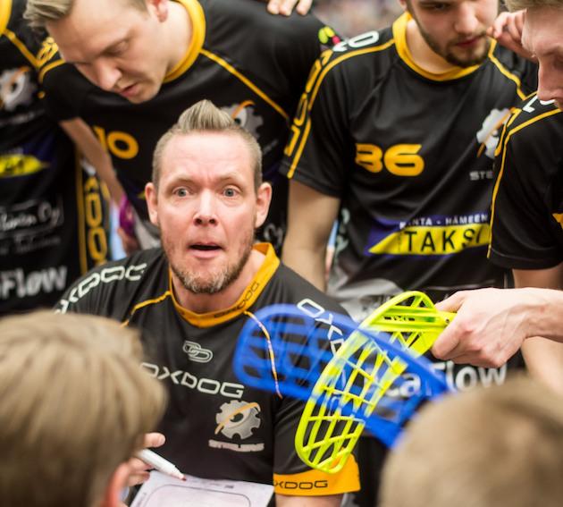 Steelers-luotsi Jani Järvinen kommentoi Pääkallo.fi:lle Divarin finaalisarjan neljättä ottelua. Kuva: Jari Turunen