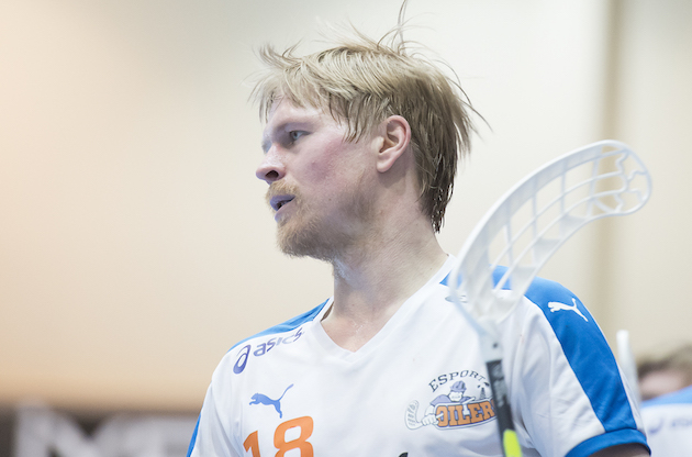 Syksyllä Markus Olkkonen palloili vielä kakkosdivarissa SBS Kingsin riveissä. Nyt hän takoo tulosta Salibandyliigan pudotuspeleissä. Kuva: Esa Jokinen