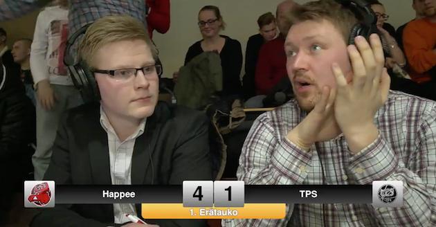 Pääkallo-miehet ehtivät moneen paikkaan. Kuvassa toimituspäällikkö Henri Pitkänen (oik.) selostushommissa Happee–TPS-ottelussa.