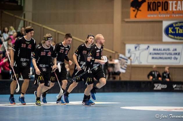 Happee kaatoi TPS:n torstaina maalein 4-5. Veli-Matti Hynynen (toinen vas.) oli vahvassa vireessä. Kuva: Jari Turunen