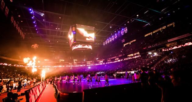 Joukkueet astelivat Superfinaalissa Hartwall Arenan kentälle vakuuttavan valo- ja pyroshow'n siivittämänä. Kuva: Anssi Koskinen