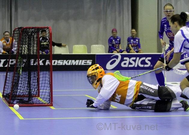 Jonna Mäkelä piti nollapelin NST:n ensimmäisessä välieräottelussa. Kuva: Markku Taurama