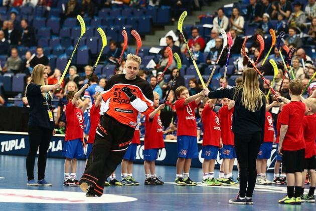 Joonas Kaltiainen on viikonloppuna ensimmäistä kertaa miesten maajoukkueen mukana EFT-turnauksessa. Kuva: Salibandyliiga