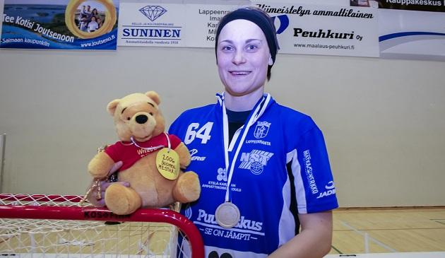 Eleettömän tyylikäs puolustaja ja johtaja Laura Kokko vuoden 2006 mestaruustunnelmissa. Kuva: Mika Hilska