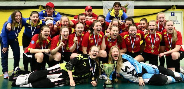 Loisto juhli viime kaudella sekä B-tyttöjen (kuvassa) että C-tyttöjen mestaruutta. Kuva: Juhani Järvenpää