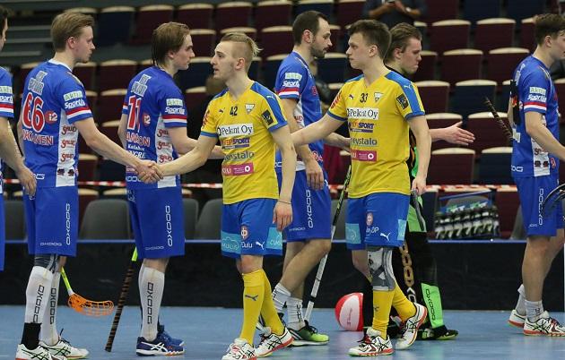 Matias Veikkola (keltainen nro 33) edustaa ensi kaudella Seinäjoen Peliveljiä. Kuva: Esa Takalo