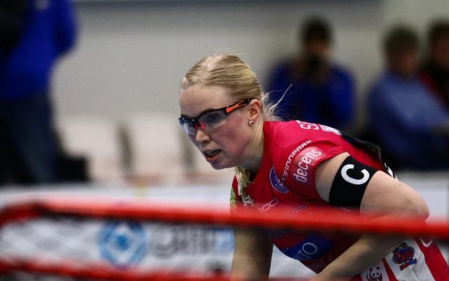 Nina Rantala naulasi pisteet 1+2 Sveitsiä vastaan. Kuva: Juhani Järvenpää