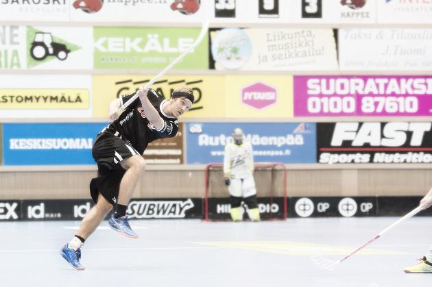Otto Tikka sai yhden ottelun pelikiellon neljännessä välieräottelussa, mutta pelasi keskiviikon viidennessä kamppailussa. Kuva: Esa Jokinen