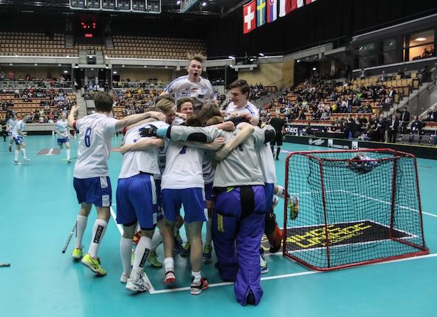 Suomen poikien maajoukkue lähtee seuraaviin MM-kisoihin puolustamaan maailmanmestaruuttaan. Kuva: Salibandyliiga
