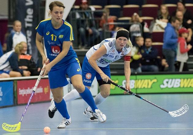Tiia Ukkonen, NST. Eniten maaotteluita ja 12 pääsarjamitalia kolmessa eri liigassa. Kuva: Salibandyliiga