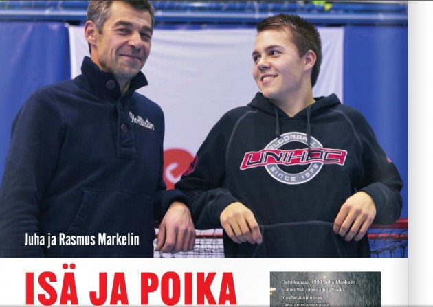 Salibandylehdessä 1/12 haastateltiin ensimmäistä liigakauttaan pelannutta Rasmusta (oik.) ja hänen isäänsä Juha Markelinia.