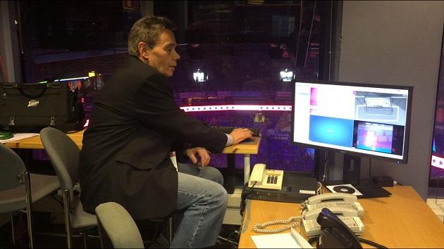 Erotuomari Rainer Ehron vastuulla on maalien tarkistus videohuoneessa. Kuva: Jussi Ojala