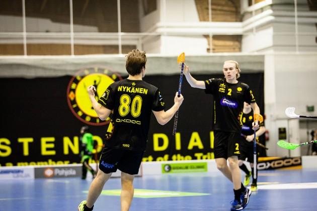"""Indians luottaa edelleen omiin nuoriin pelaajiinsa. Eetu Nykänen ja Aaro Astala nähdään myös ensi kaudella """"heimossa"""". Kuva: Joni Winsten"""