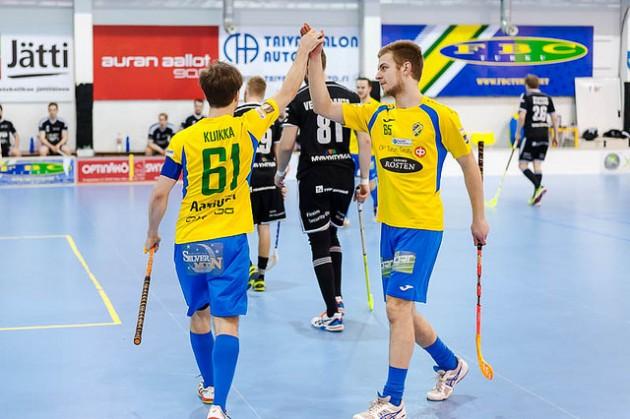 FBC Turun viime kauden paras pistemies Aku Kuikka (vas.) jatkaa joukkueessa myös Divari-kaudella. Kuva: Esa Haanperä
