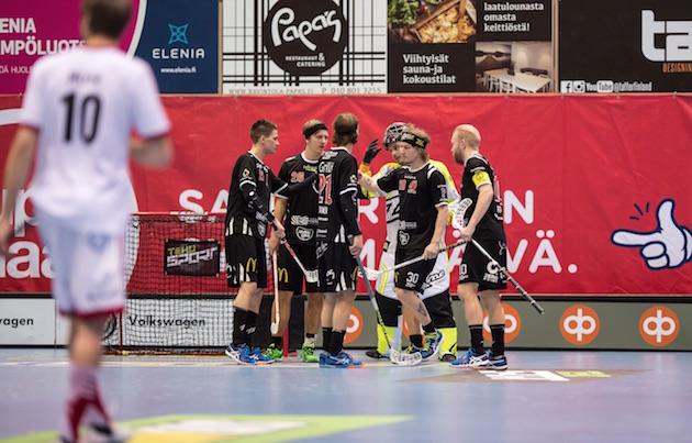 Pronssille Salibandyliigassa päättyneellä kaudella sijoittanut Happee saapuu myös Tallinnaan. Kuva: Jari Turunen