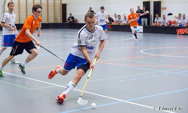Arttu Honkonen (oranssi #9) pelasi viime kaudella jo yhden harjoitusturnauksen SB Vaasan edustuksen kanssa. Kuva: Elmeri Elo.