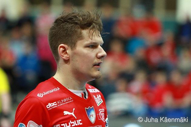 Janne Hulmi juhli keväällä 2015 Suomen mestaruutta SPV:n paidassa. Kuva: Juha Käenmäki