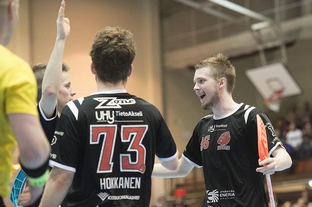 Johannes Jokinen (oik.) pelaa ensi kaudella Sveitsin pääsarjassa. Kuva: Esa Jokinen