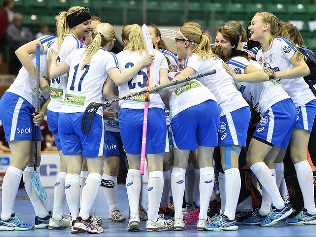 Suomi pääsi tuulettamaan maalia peräti 21 kertaa U19-tyttöjen MM-kisojen avausottelussa. Kuva: IFF