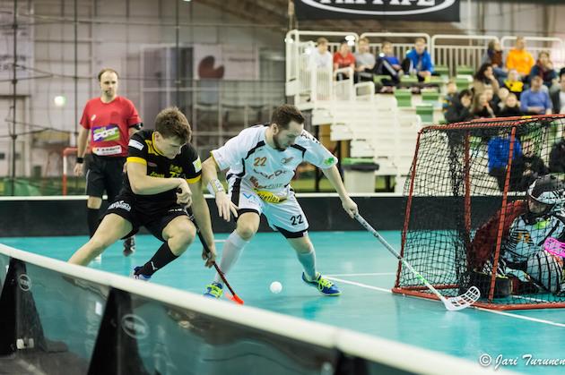 SB Vaasassa pitkään pelannut Sami Hillu (valk. #22) edustaa ensi kaudella Nurmon Jymyä. Arkistokuva: Jari Turunen.