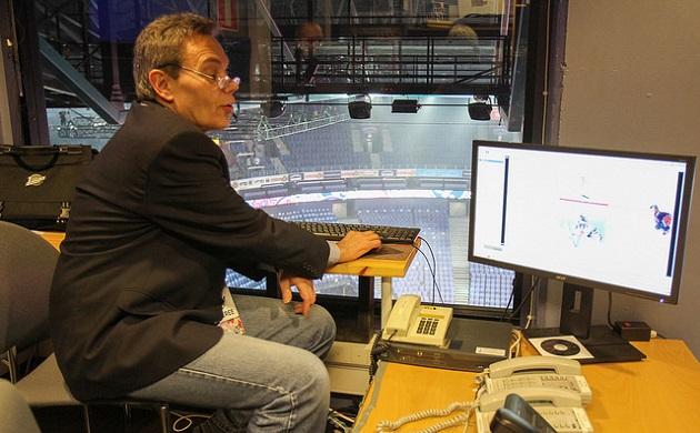 Rainer Ehro jatkaa pääsarjojen videotuomarina. Kuva: salibandyliiga