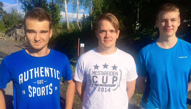 Viljami Hana (vas.), Ossi Lehtonen (kesk.) ja Roope From pelaavat ensi kaudella miesten Divarissa. Kuva: ÅIF