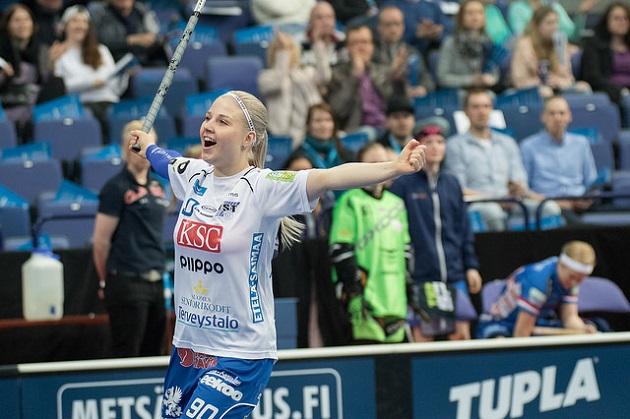 Juuli Hakkarainen kuuluu Suomen naisten opiskelijamaajoukkueeseen. Kuva: Salibandyliiga