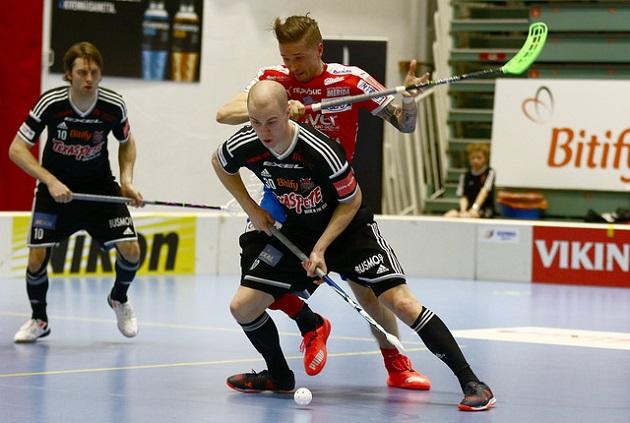 Lauri Stenfors (etualalla) edustaa ensi kaudella Turun Palloseuraa. Kuva: Juhani Järvenpää