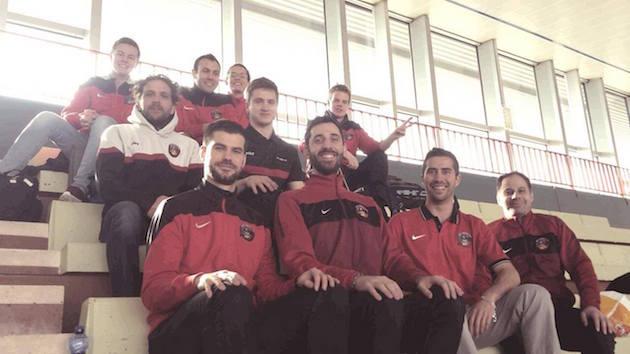 Lyon Floorball Clubin joukkuekuva. Tämän tekstin kirjoittaja kuvassa oikealla ylhäällä.