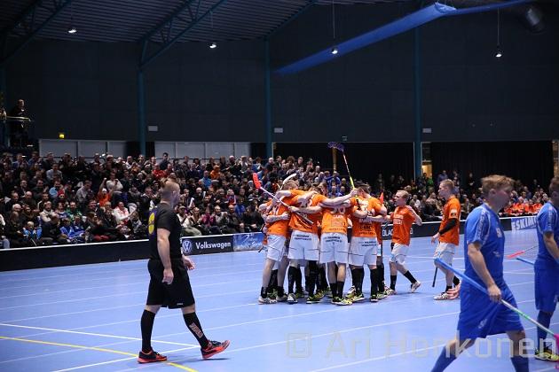 SB Vaasalla on tällä hetkellä pelaajasopimukset 15 kenttäpelaajan ja kolmen maalivahdin kanssa. Kuva: Ari Honkonen.