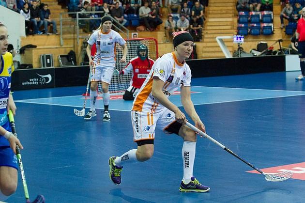 Keskushyökkääjä Katri Luomaniemi edusti edelliset kaksi kautta Sveitsin liigan Piranha Churia. Kuva: Salibandyliiga