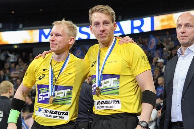 Miesten Superfinaalin tuominneet Manu Marttinen (vas.) ja Henri Heinola (oik.) ovat molemmat Helsingistä. Kuva: Topi Naskali