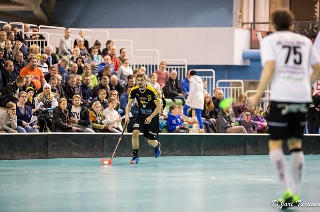 Riku Tuononen on tärkeä lenkki Welhojen puolustuksessa. Kuva: Jari Turunen.