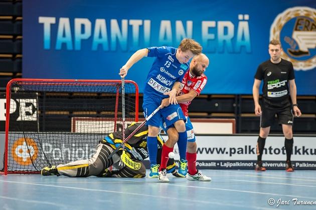 Loukkaantumisista kärsinyt Eero Nuutinen (sin.) pelaa ensi kaudella EräViikingeissä. Arkistokuva: Jari Turunen.