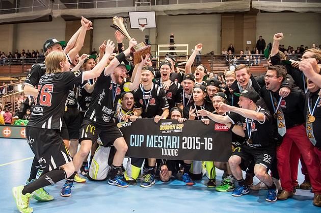 Viime kaudella miesten Suomen Cupin voittoa juhlinut Happee on yksi Tallink Floorball Tournamentin huippujoukkueista. Kuva: Jari Turunen