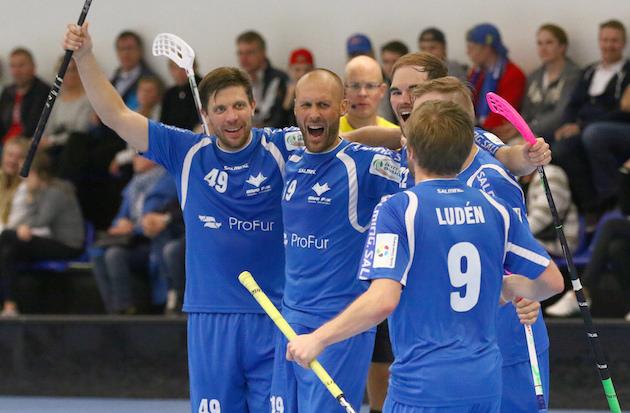 Kaksikkoa Johnny Ojala (#49) ja Jori Isomäki (#19) ei enää nähdä pelikentän puolella. Kuva: Salibandyliiga.
