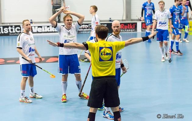 Lasse Salminen (vas, nro 41) edustaa ensi kaudella Nokian KrP Akatemiaa. Kuva: Elmeri Elo