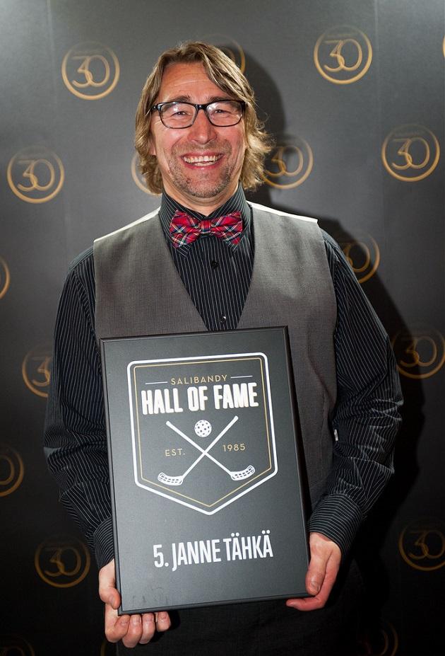 Viime vuoden joulukuussa Tähkä valittiin ensimmäisten joukossa suomalaisen salibandyn Hall of Fameen. Ja ansiosta. Kuva: Salibandyliiga