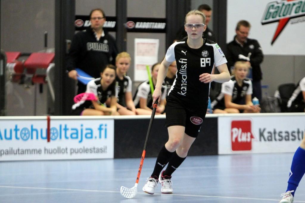 TPS:n Jenna Saario tekee kovaa jälkeä A-tyttöjen SM-sarjassa – silloin kun ehtii mukaan liigakiireiltään. Kuva: Tapio Hämeen-Anttila